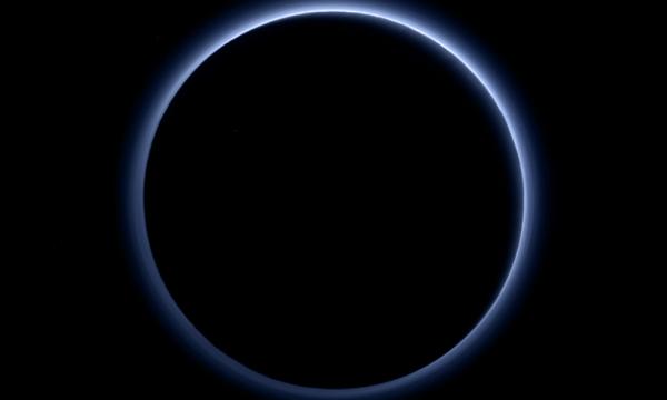 Plutone, cielo azzurro e ghiaccio sul pianeta nano