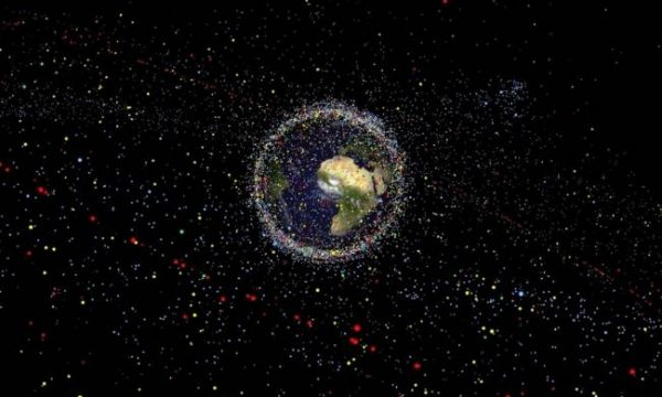 Piove spazzatura spaziale, il 13 novembre detriti sull'Oceano Indiano