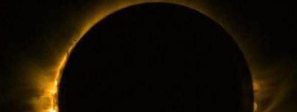 Eclissi totale di Sole con super Luna nera: mercoledì tutti con gli occhi al cielo